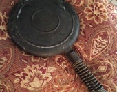 Wagner Ware Sidney 1408 cast iron Waffle iron Excellent Condition