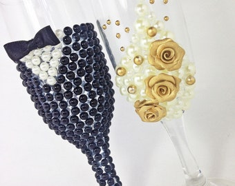 Wedding Glasses Pearls Champagne Bride and Groom