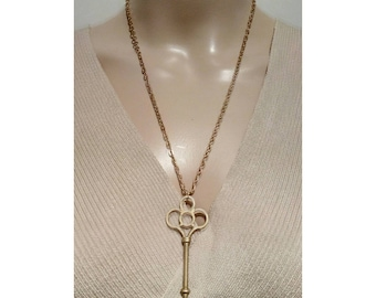 Beautiful necklace with a pretty golden key pendant.