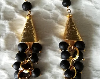A beautiful dangling earrings gilded with the fragrant black amber beads.