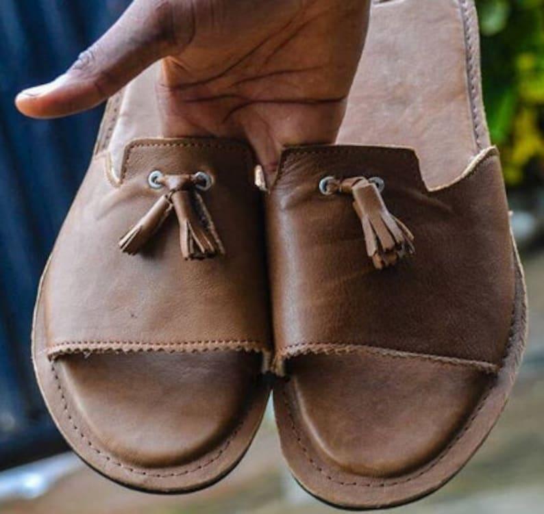 ec9c05ee46 Sandales à la main en cuir marron sandales pour hommes   Etsy