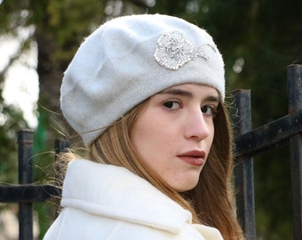 fb8d6fc0a535f Pearl gray wool felted beret