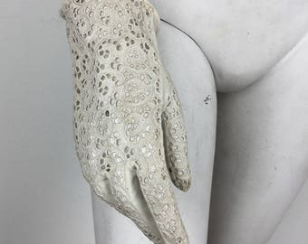 Vintage 1960s White Lace Gloves