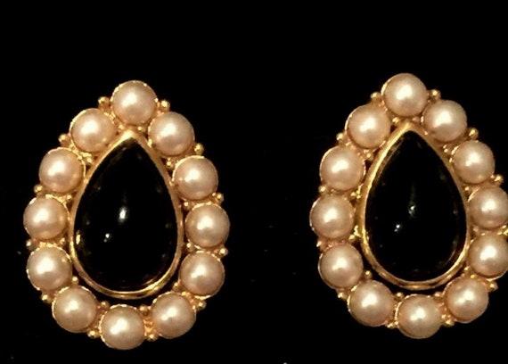 Vintage TRIFARI Black Teardrop Earrings / Faux Pea