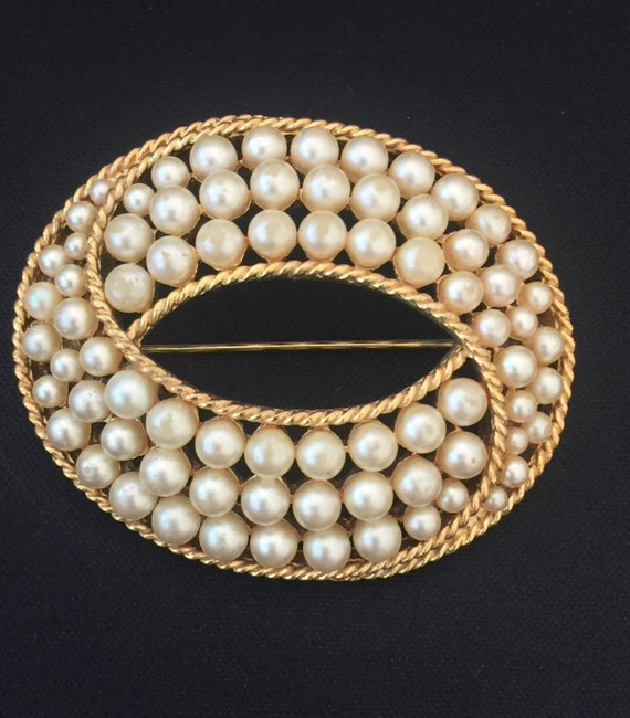 Trifari Gold Tone and Faux Pearl Brooch / Crown T… - image 3