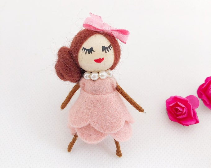 Felt brooch dolls of different colors, gift for girls, brooches for girls, personalized gifts for guests