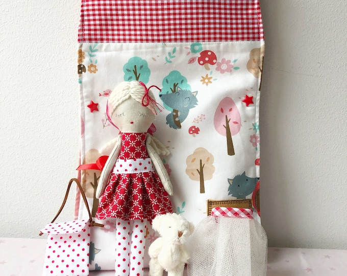 Red Riding Hood cloth dollhouse.