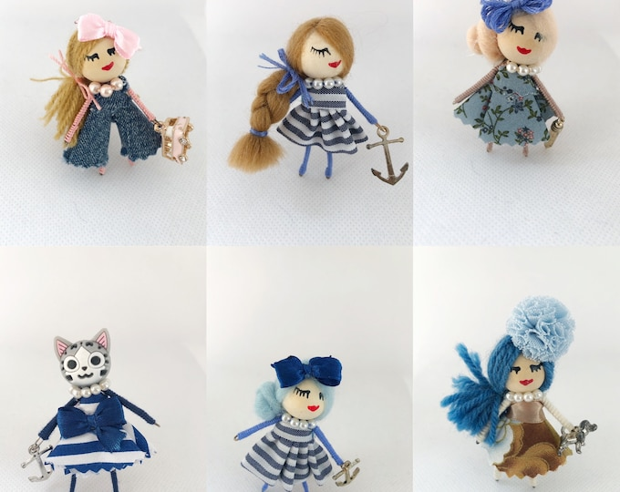 Outlet dolls brooch in blue.