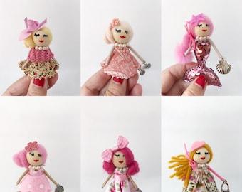 Brooch dolls in pink tones