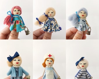 Brooch dolls in blue tones