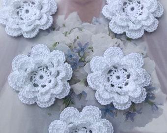 Crochet flowers,crochet appliques white set of 5,wedding flowers ,white cotton,applique flowers,emlellishment