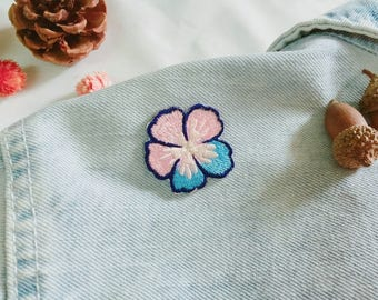 pansy patch-iron on patch-flower patch-embroidered patch-high quality-diy-applique