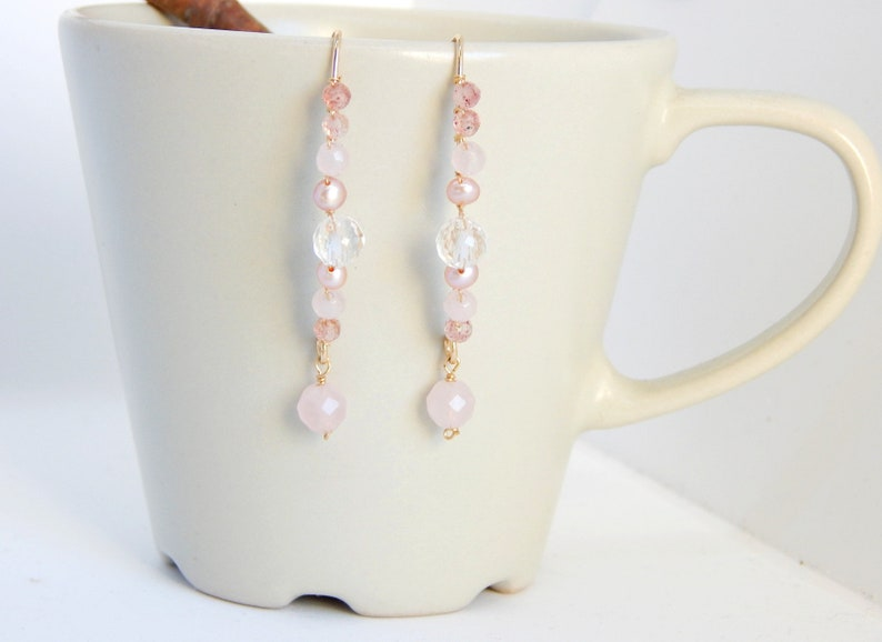 Women/'s earrings shape Ellipse with natural stone weaving and cultured pearls