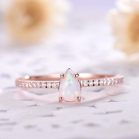 10k Ou 14k Or Jaune Simulé Émeraude blanc CZ Femmes Larme peut Naissance Ring