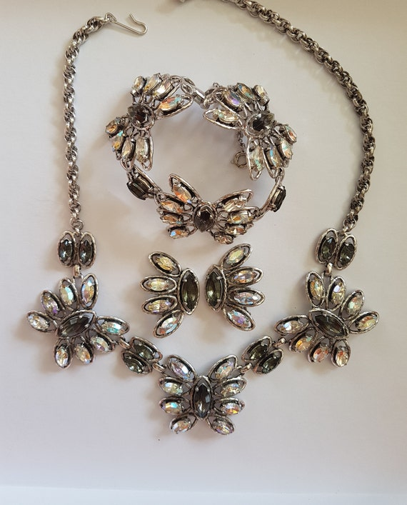 SCHIAPARELLI Vintage adornment