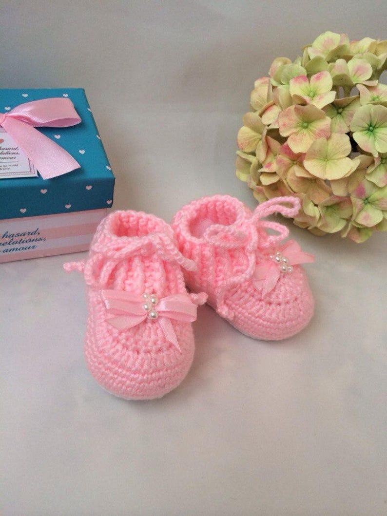 75c45875d206b Pink booties Baby girl shoes Newborn booties Pram shoes Baby booties  Crochet baby booties Crib shoes 3-6 month baby shoes Snug baby booties