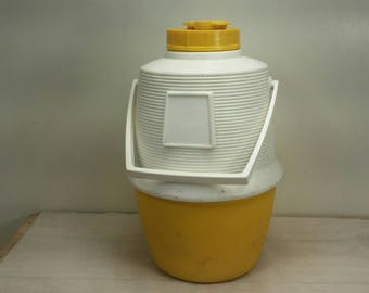 POLORAN THERMOS Picnic or Camping Vintage All Plastic Yellow and White