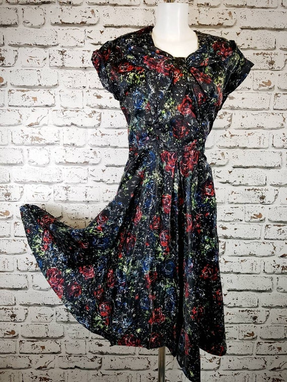 Pretty 40s / 50s floral dress, size 12 to 14.