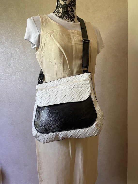 Women's shoulder bag in varnished black leather faux and faux textured white leather - Sacotin polka style.