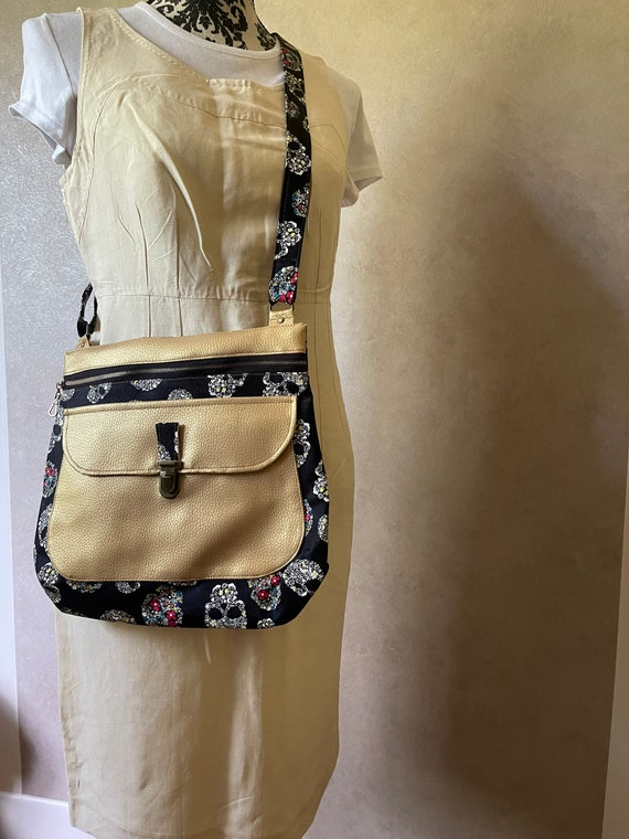 Women's shoulder bag in faux leather colorful and gold skull - Sacotin polka style.