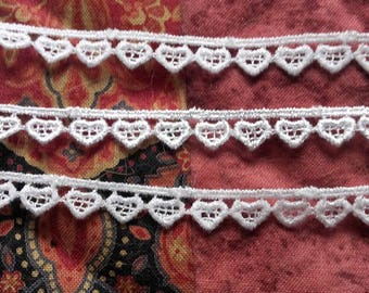 LACE white GUIPURE (embroidered) - pattern - hearts: 1 cm (10mm) - for sale by the yard