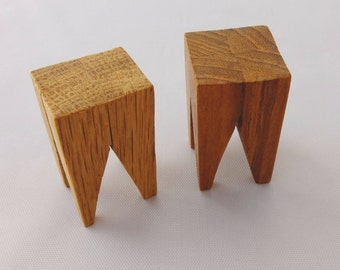 Modern miniature stool in oak. Handmade in 1:12 scale - for miniature collectors and dollhouse lovers