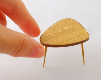 Mid century kidney auxiliary table made in oak. Handmade in 1:12 scale - for miniature collectors and dollhouse enthusiasts