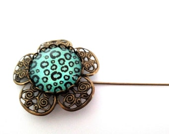 PIN model spotted glass cabochon