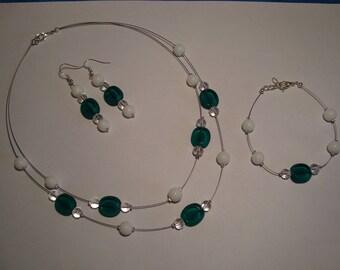 Costume jewelery set emerald green and white