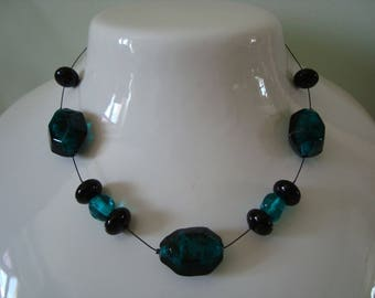 Simple Pearl Necklace emerald green and black