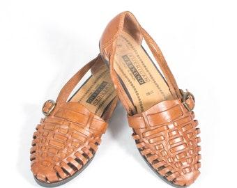 1d21b9300e2a VTG 90 s size 7 Women s Brown Leather Huarache Strappy Sandals Flats Flat  Sandals Huaraches T Strap T Straps
