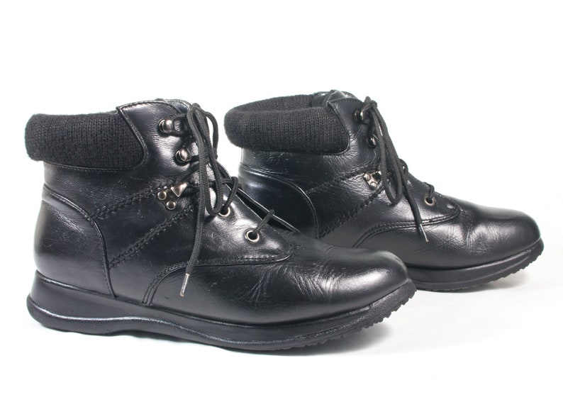 a1d0a6e9329 VTG 90's size 9 Women's Black Leather Hiking Boots Ankle Boots Lace Up  Comfy Walking Boots Booties