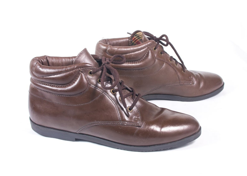 35b93d7482ff VTG 90 s size 8 Women s Brown Leather Ankle Boots Granny Boots Hiking Boots  Walking Boots Booties Comfy Pointed Toes Flats
