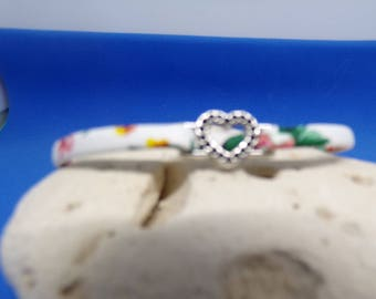 Codon bloomed with busy Pearl Heart bracelet