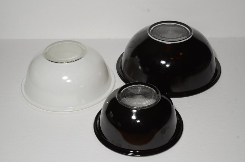 PYREX clear bottom Vintage Mixing Bowl Vintage Pyrex White Mixing Serving Baking Dish Black and white Clear Glass Black Set of 3