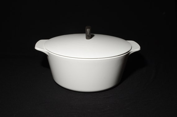 1960s Gold. Eames era Mid century modern covered casserole Vintage Corning Ware 1 qt