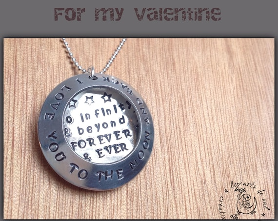 "collier d'amour en aluminium "" i love you to the moon and back"""