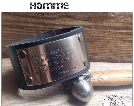 Bracelet en cuir noir et plaque