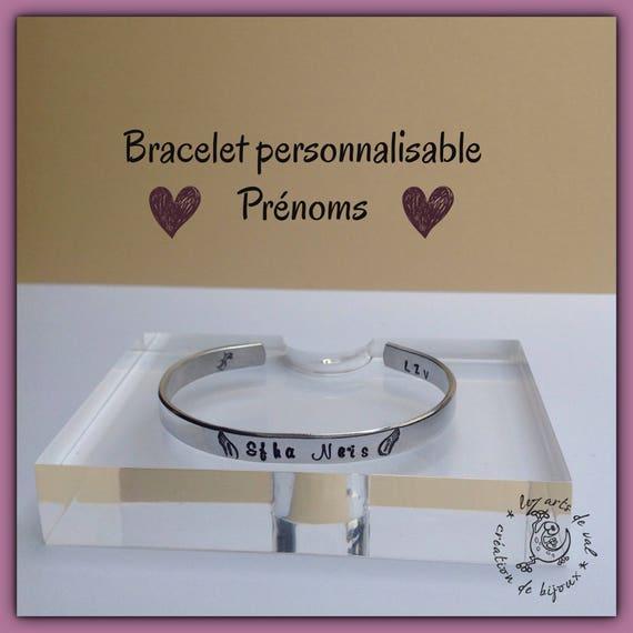 Bracelet jonc personnalisable avec prénoms et ailes d'ange