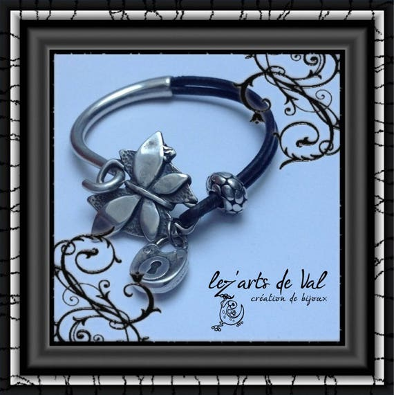 Mid-leather bracelet half jonc butterfly closure and small silver-plated padlock