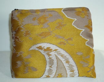 Kit in delicate gold jacquard and taupe