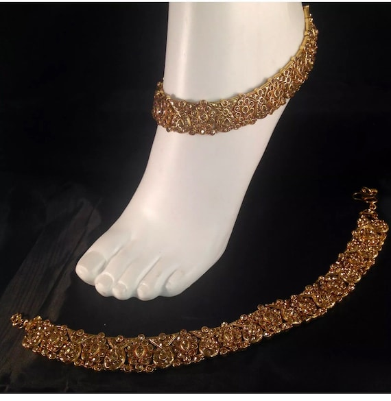 Diya Golden diamanté pair of anklet payal foot chain