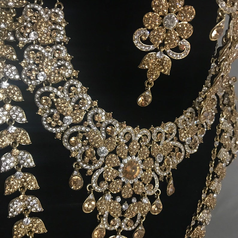 Gold diamant\u00e9 Indian bridal Pakistani jewellery rani haar jhumar nath necklace earrings handpiece