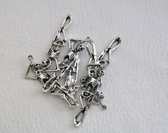 charm / pendant hanging skeleton