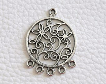 Connector / leaves silver round pendant with flowers