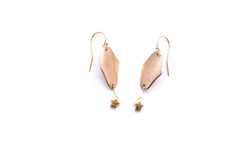 Hand-made solid golden bronze earrings diamond-shaped with a image 0