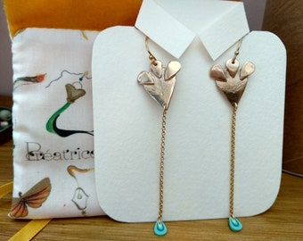 Gold-colored handmade earrings in solid bronze. goldfilled gold-plated chain and sleeper