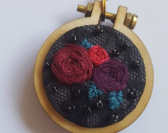 Embroidery Pendant- roses bouquet
