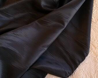Twill/viscose rayon iridescent blue Navy - Black twill lining. Width 1.58 m.