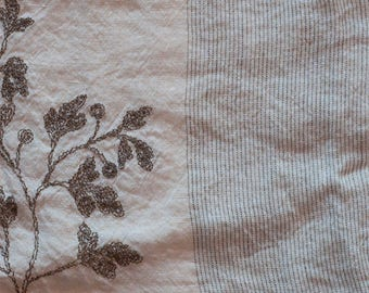 off white 100% linen fabric, alternating Pinstripe and floral embroidery of Provençal inspiration in bistre. Width 310